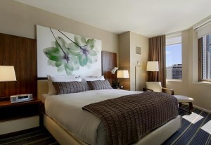 fairmont-chicago-deluxe-guestroom